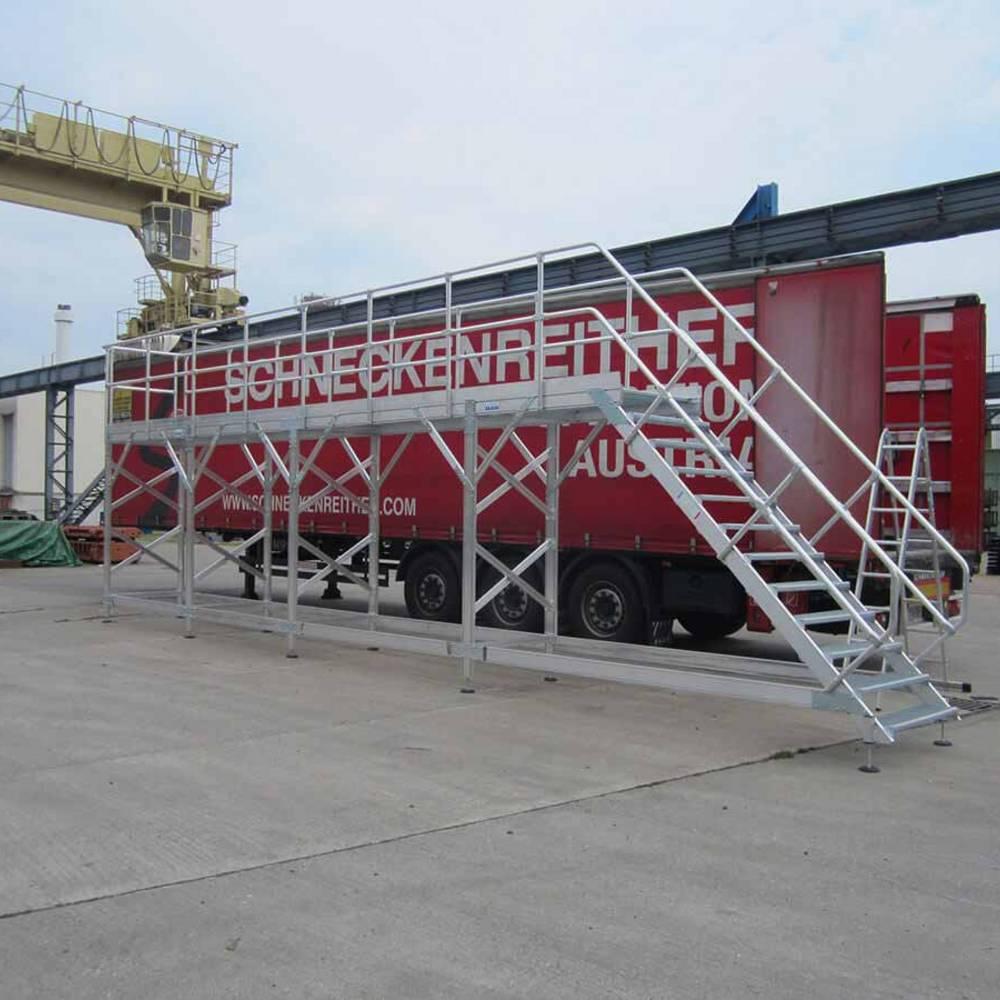 Rögzített munkaállvány haszongépjárművek karbantartásához