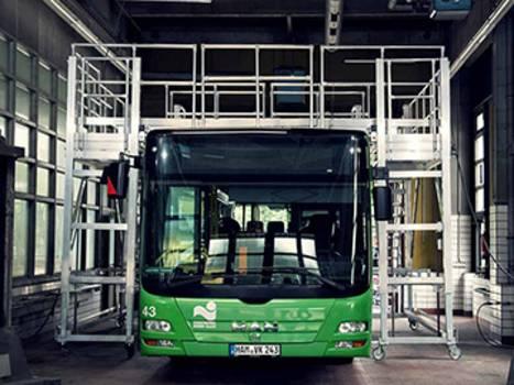 Gurítható alumínium munkaállvány buszok karbantartásához