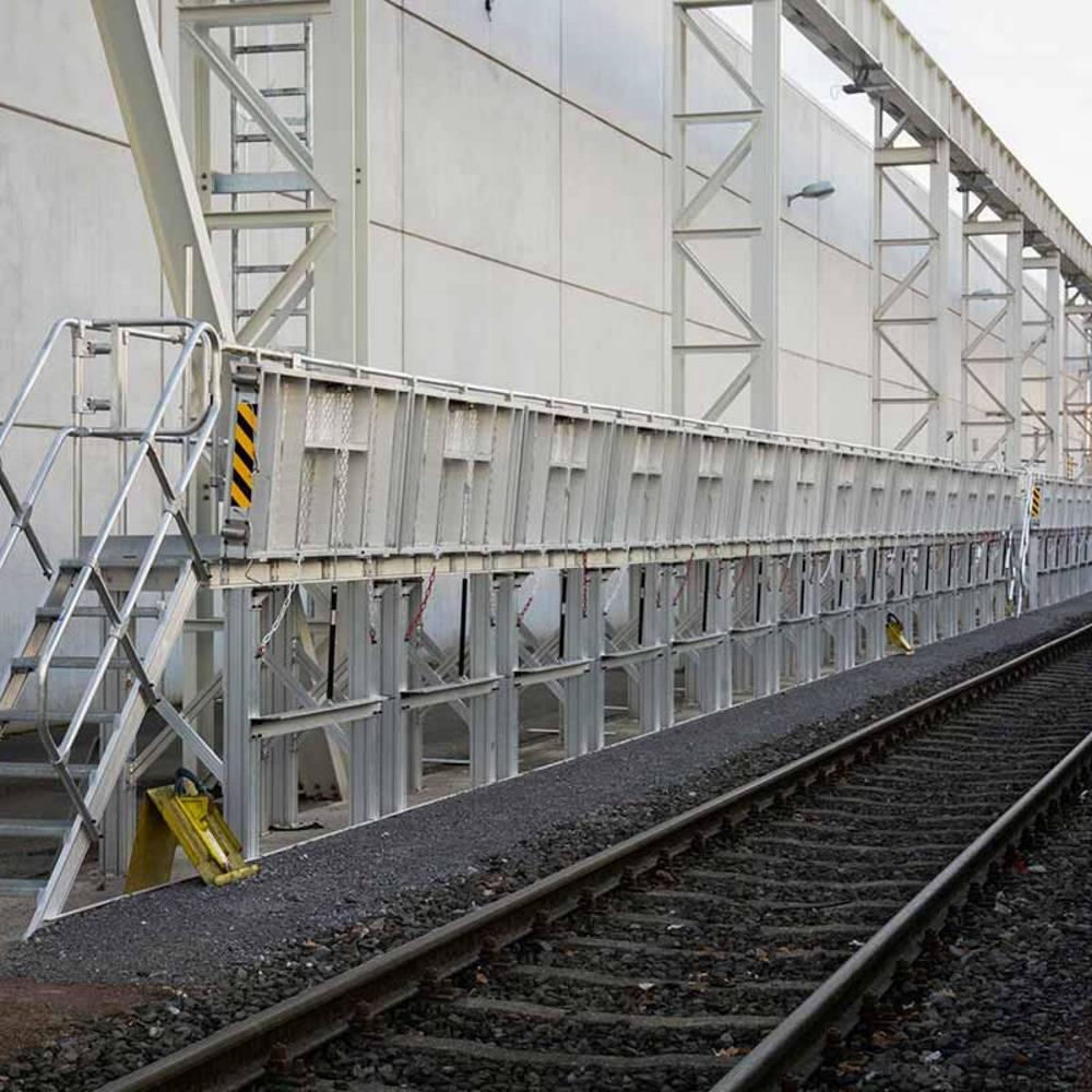 Rögzített munkaállvány vonatok karbantartásához