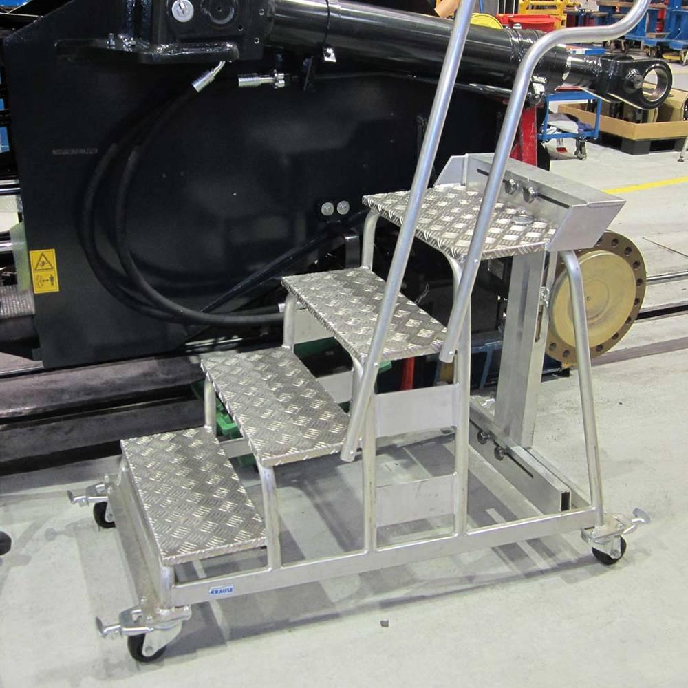 Krause - egyedi fellépő futószalaghoz - alumínium egyedi megoldás
