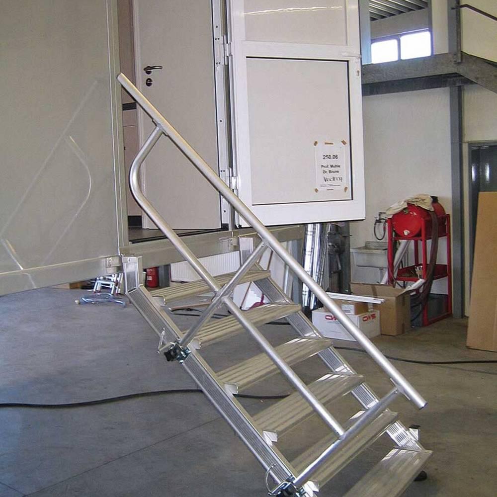 Felfüggeszthető lépcső kivehető korlátokkal