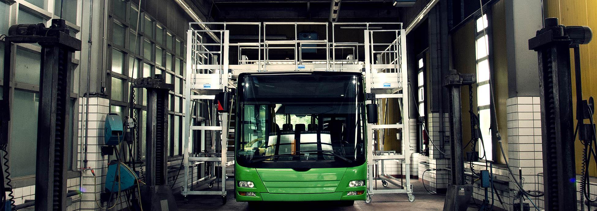 Gurítható munkaállvány buszok katbantartásához