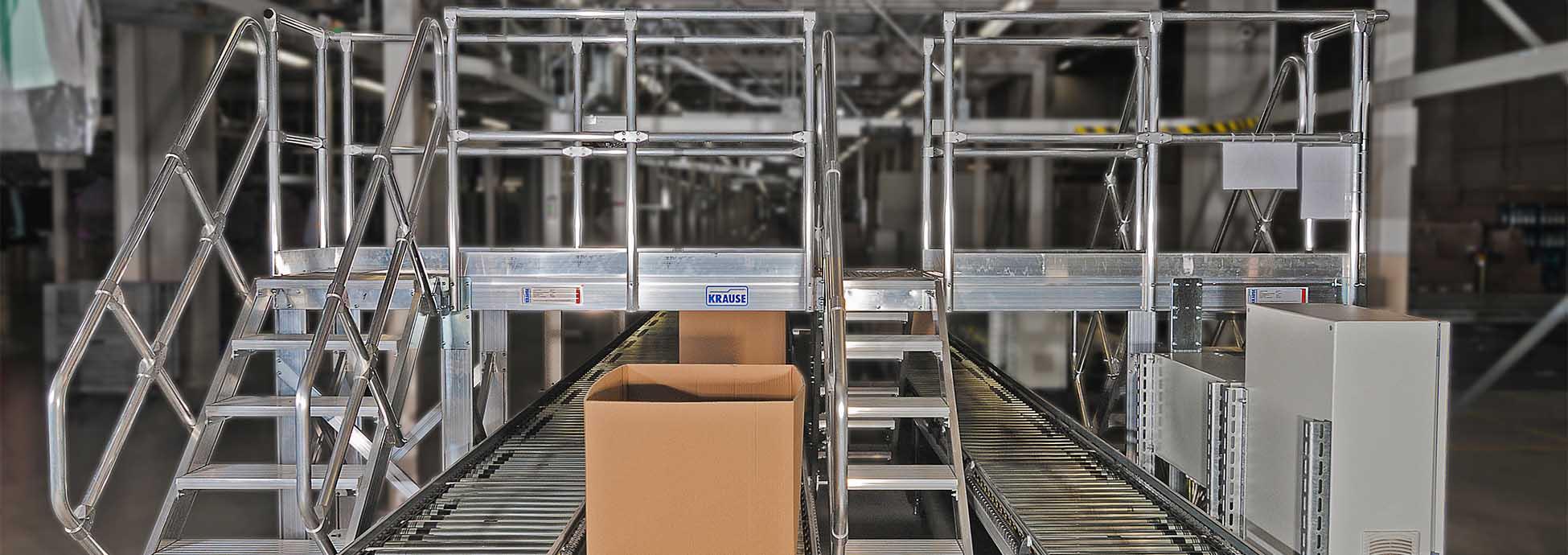 Egyedi rendszermegoldások ipari létesítmények számára, például áthidaló futószalaghoz
