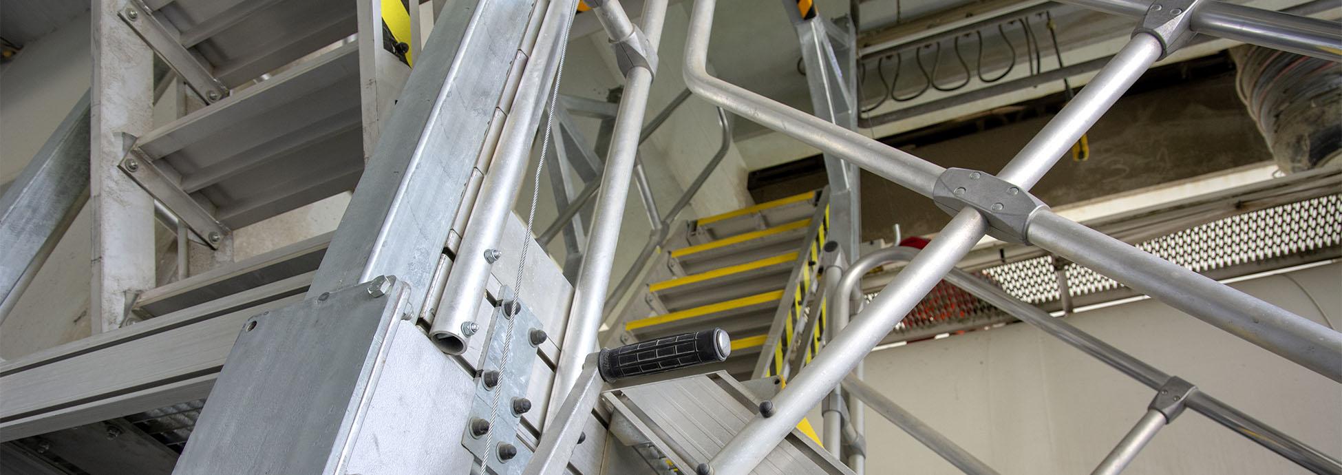 Rögzített, magassághoz igazodó lépcső silójárművek  megközelítéséhez