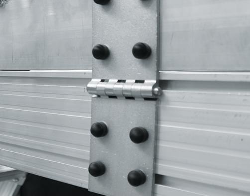 Lehajtható dobogó gurítható aknadobogóhoz