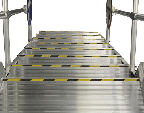 Feljáró kötött pályás és haszongépjárművekhez - Lépcsőfokok jelölése