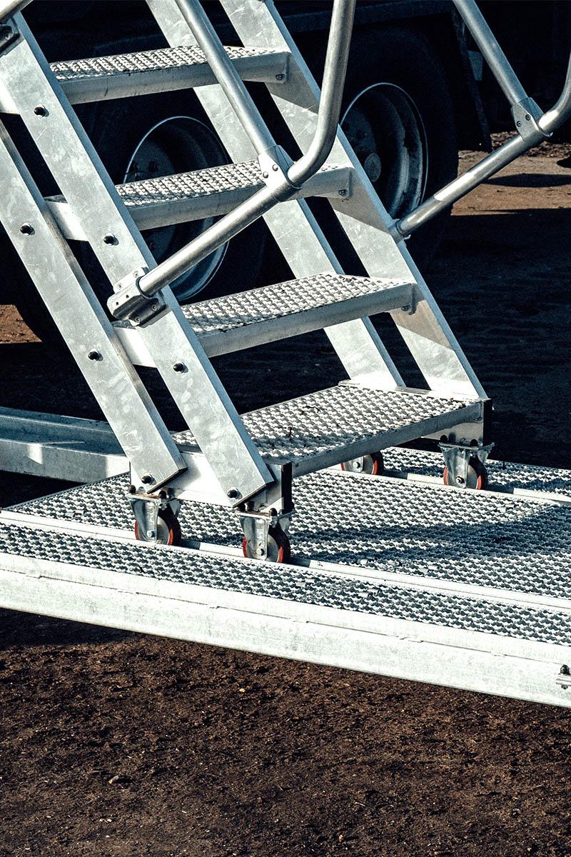 Vontatható lépcső a biztonságos felmászás érdekében minden magasságban