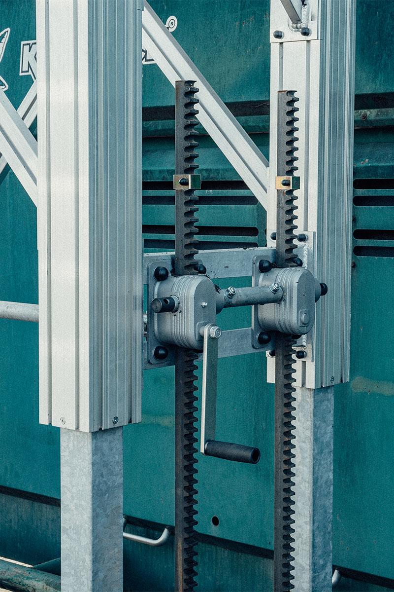 Egyedileg állítható magasságbeállítás a dobogó magasságának beállításához